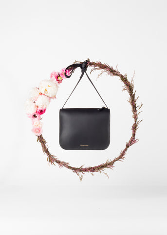 cuero_and_mor_spring_summer_16_crossbody_black_lookbook_collection_bag_flower