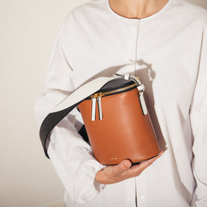 Perla Bucket - Caramel / Black / White