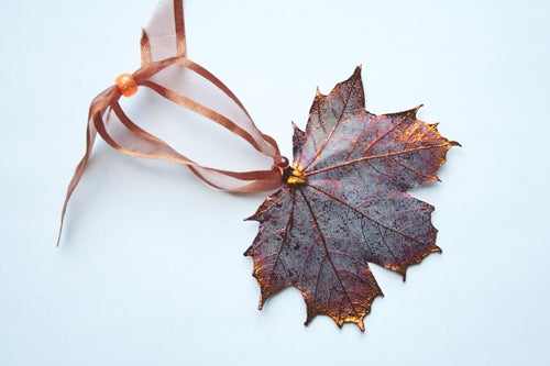 Real Maple leaf iridescent copper ornament - Arborvita Real leaf jewellery