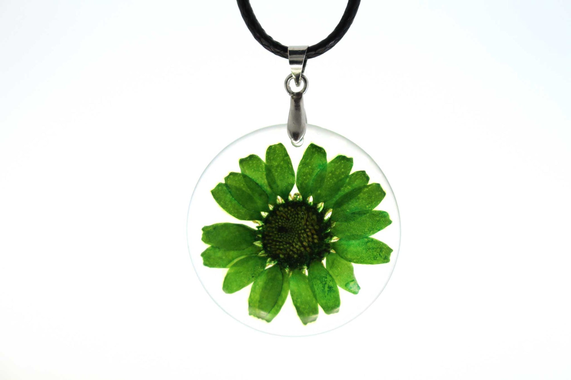 Real Daisy Flower Necklace In Green - Arborvita
