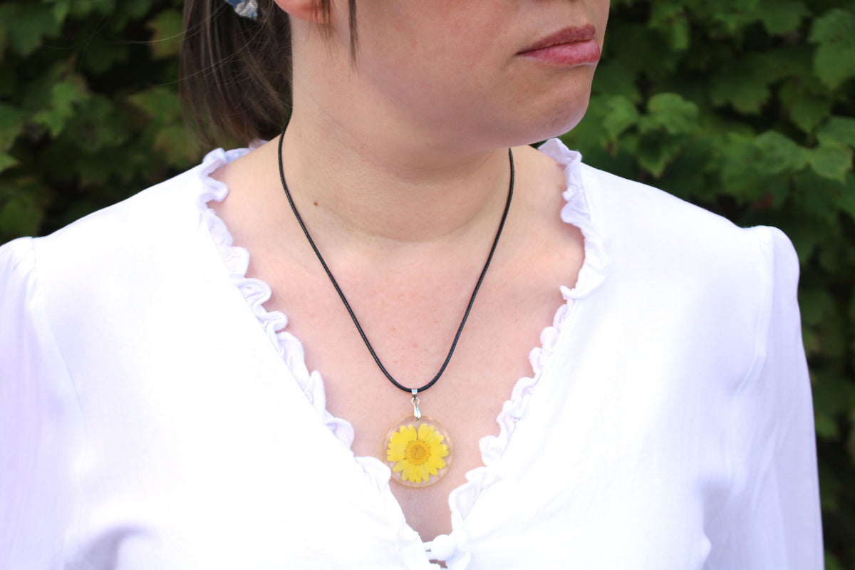 Real Daisy Flower Necklace In Yellow - Arborvita