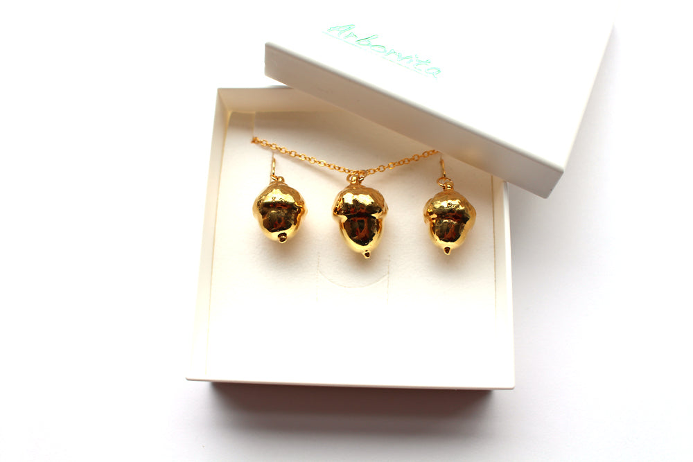 Real Acorn Necklace And Earrings Set In Gold - Arborvita