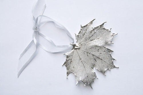 Real Maple leaf silver ornament - Arborvita Real leaf jewellery