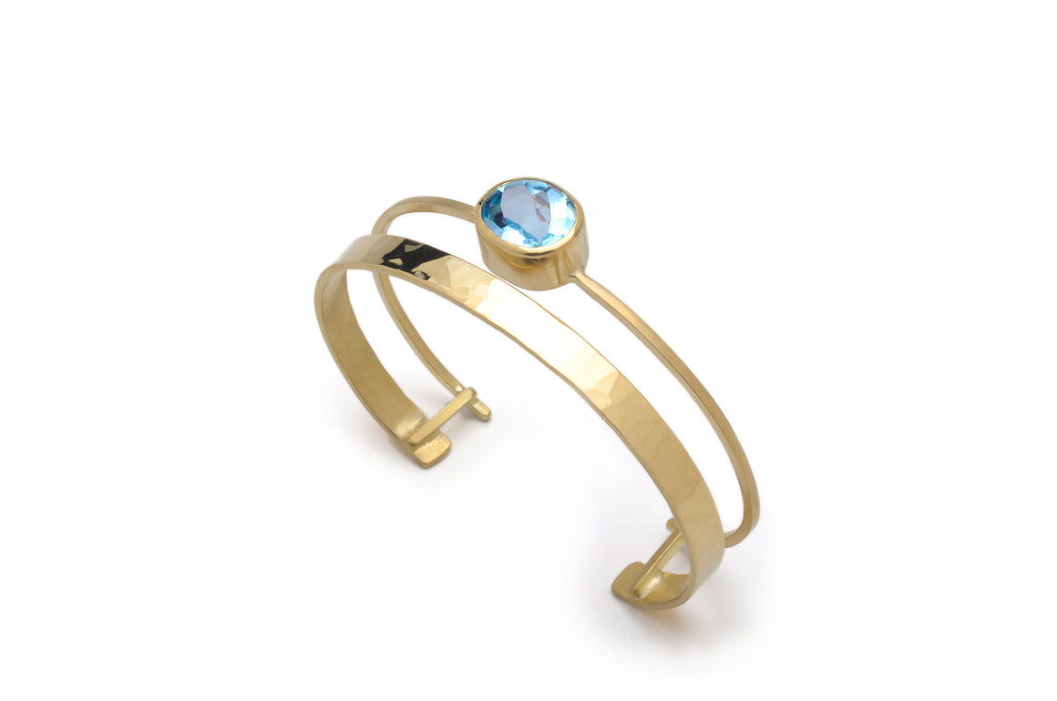 Waterway Cuff with gem in 18K