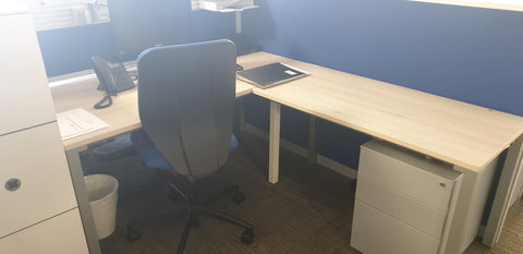 Steelcase desk with return right Bedford