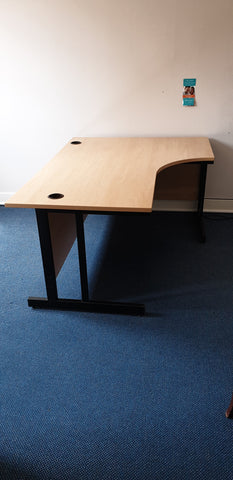 Right hand corner desk perfect for home or office