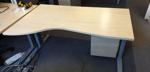 Left Hand Curve Desk Maple with Free Blue Screen