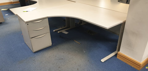 Corner desk left with with desk supporting ped