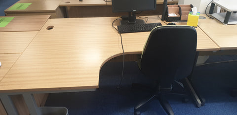 Assorted corner desks