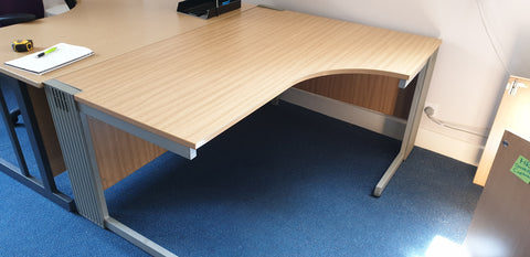 Right hand corner desk strong construction