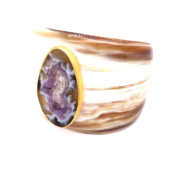 This Horn Cuff is absolutely GORGEOUS and truly One of a Kind! - Unique Herkimer Diamonds drizzled in this Statement size Geode - Amazing.      AAA Herkimer diamonds & large Geode - Approx 40MM in length     Horn Cuff - Natural     Bezel 18kt Gold Vermeil     Size - One size fits most (Approx 7 inches)