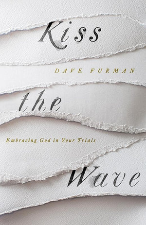 9781433556456-Kiss the Wave: Embracing God in Your Trials-Furman, Dave
