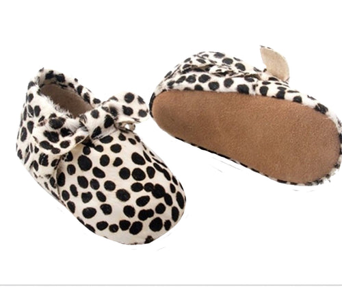 Wild Chase Bow Moccasins - Dotted Mohair