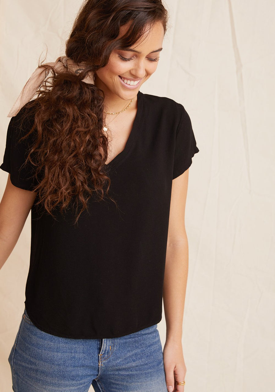 V Neck Tee in vintage Black