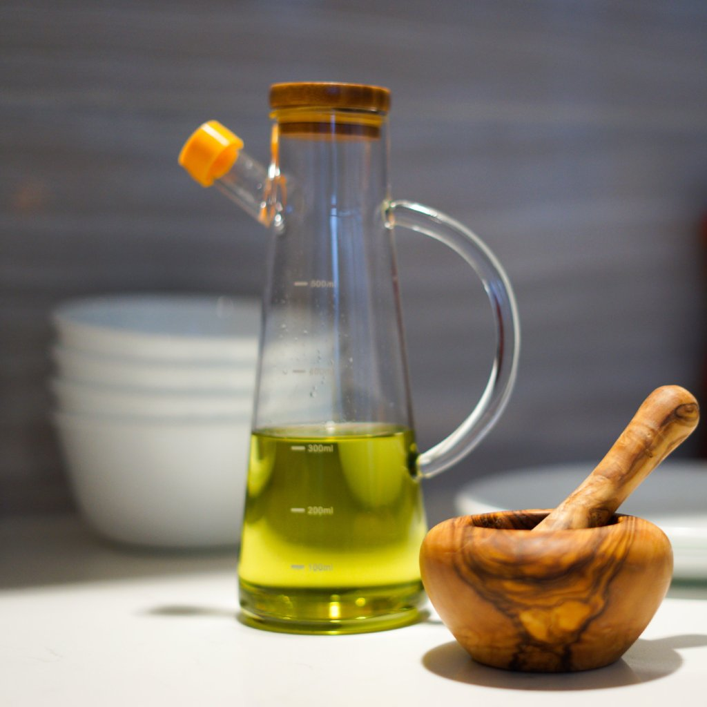 Oil and Vinegar Cruet with Borosilicate glass and Bamboo cap, simple and modern look