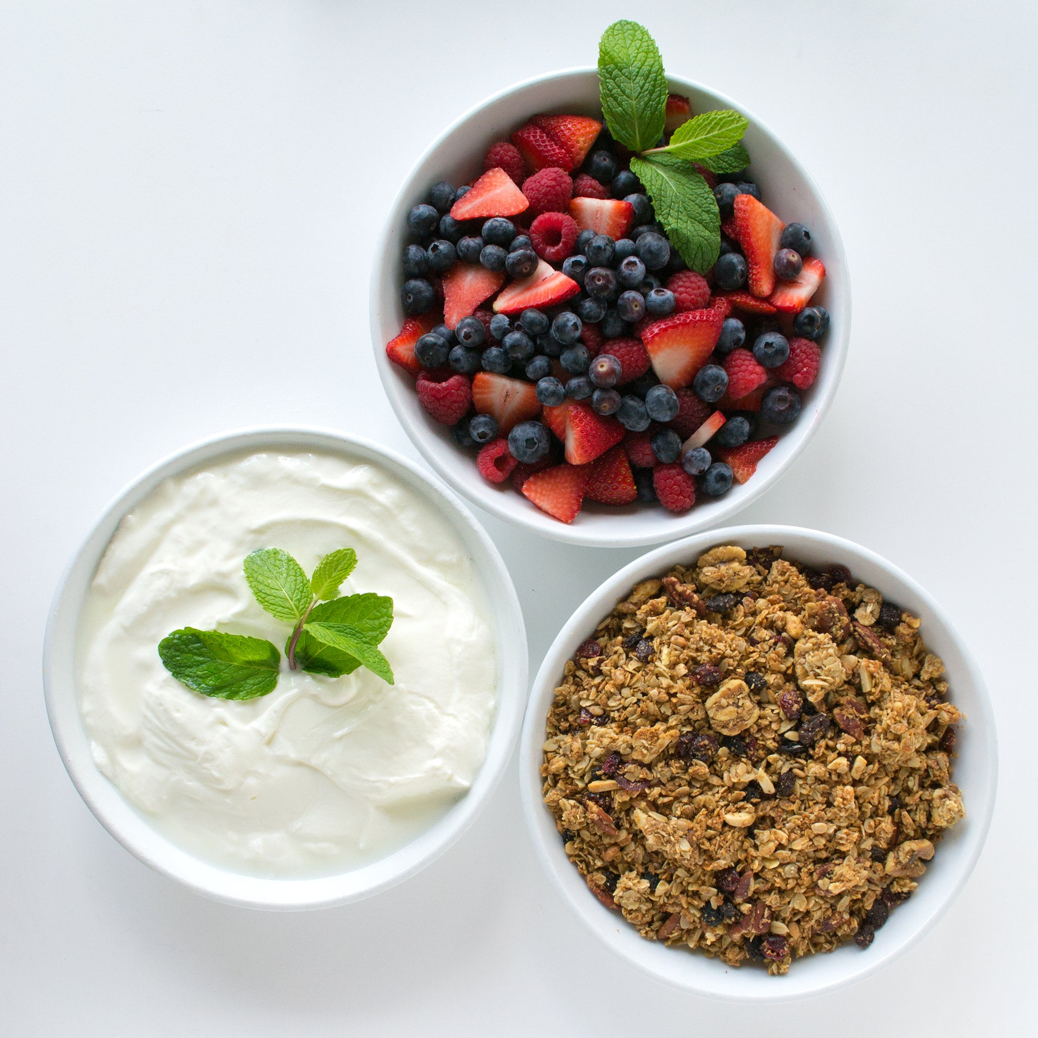 Granola & Yogurt with fresh Berries