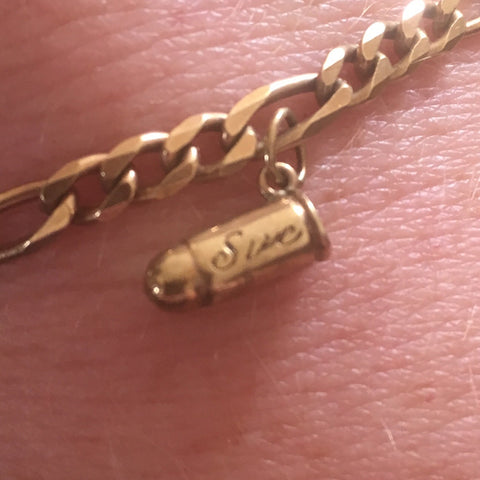 PRELOVED 9CT GOLD FIGARO BRACELET WITH BULLET CHARM ENGRAVED 'SUE'