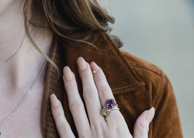 raw-gem-purple-engagement-amethyst-yellow-gold-slender-ring