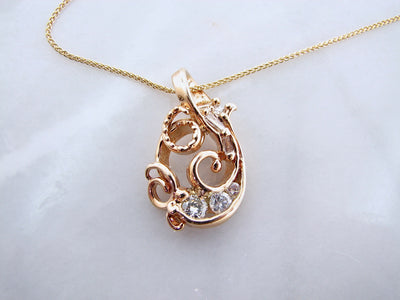 sea-wind-baguette-round-diamond-pendant-wexford-jewelers