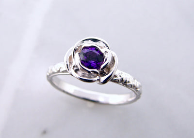 wexford-jewelers-signature-rose-collection-purple-gemstone-silver-ring