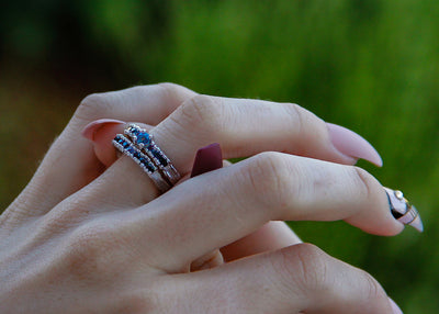 blue-sapphire-gradient-ring-set-silver-wedding-bands