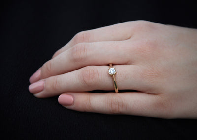 delicate-engagement-ring-rose-gold-14k-diamond-band