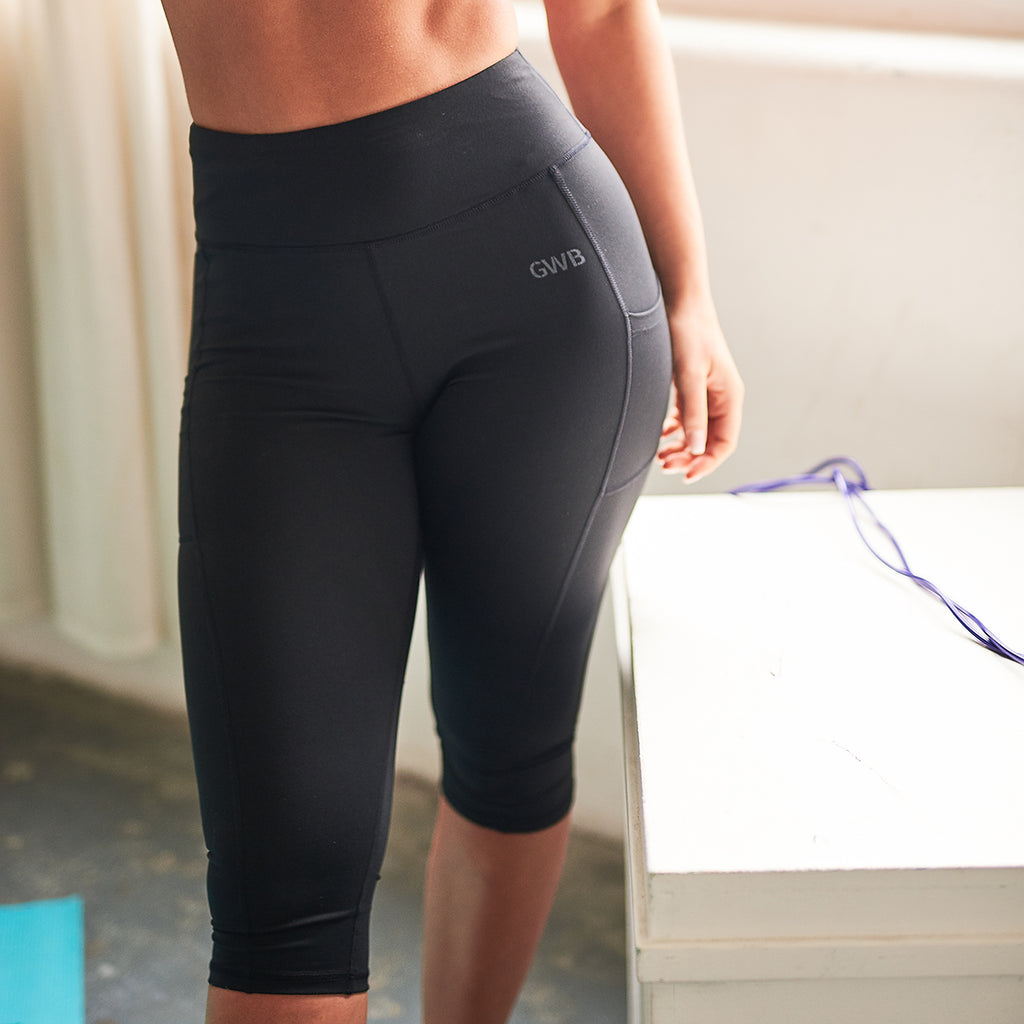 Jaya 3/4 Length Cropped Leggings in Black