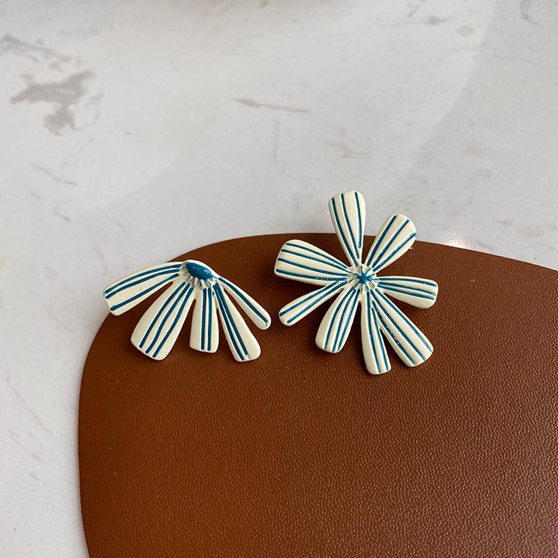 Doya Stud Earrings