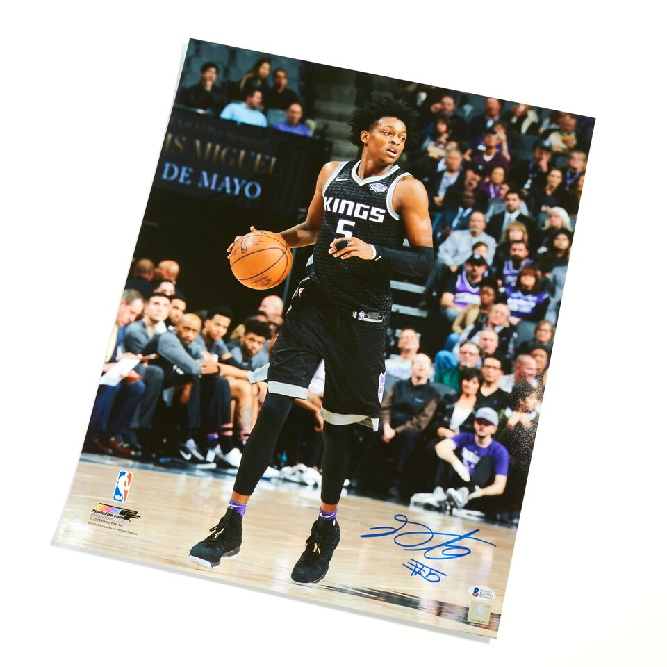 De'Aaron Fox Sacramento Kings Authentic Autographed 16x20 Frontcourt Photograph