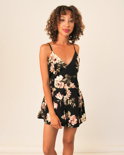 The Rachel Romper S / Black And Rose Floral