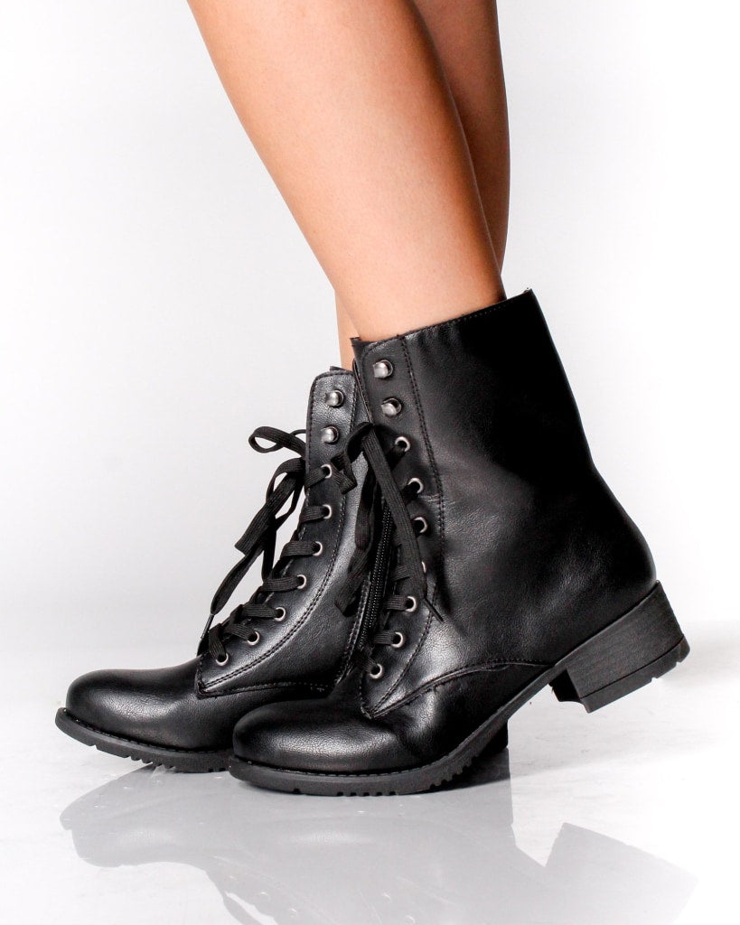 The Seattle Combat Boots 5 / Black Shoes