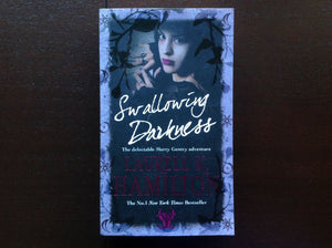 Laurell K. Hamilton - Swallowing Darkness Fiction
