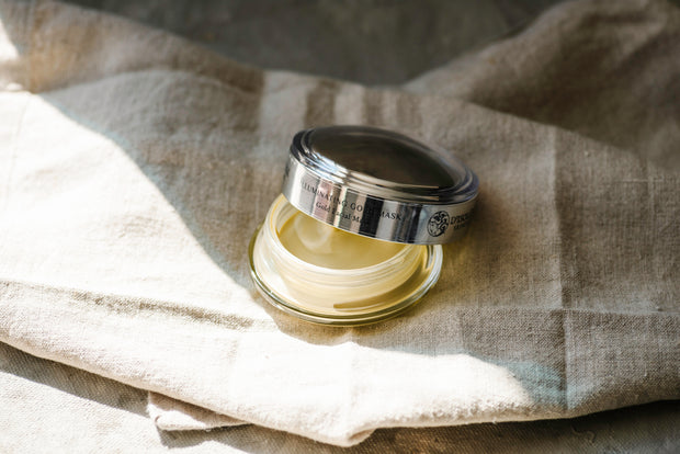 Illuminating Gold Mask