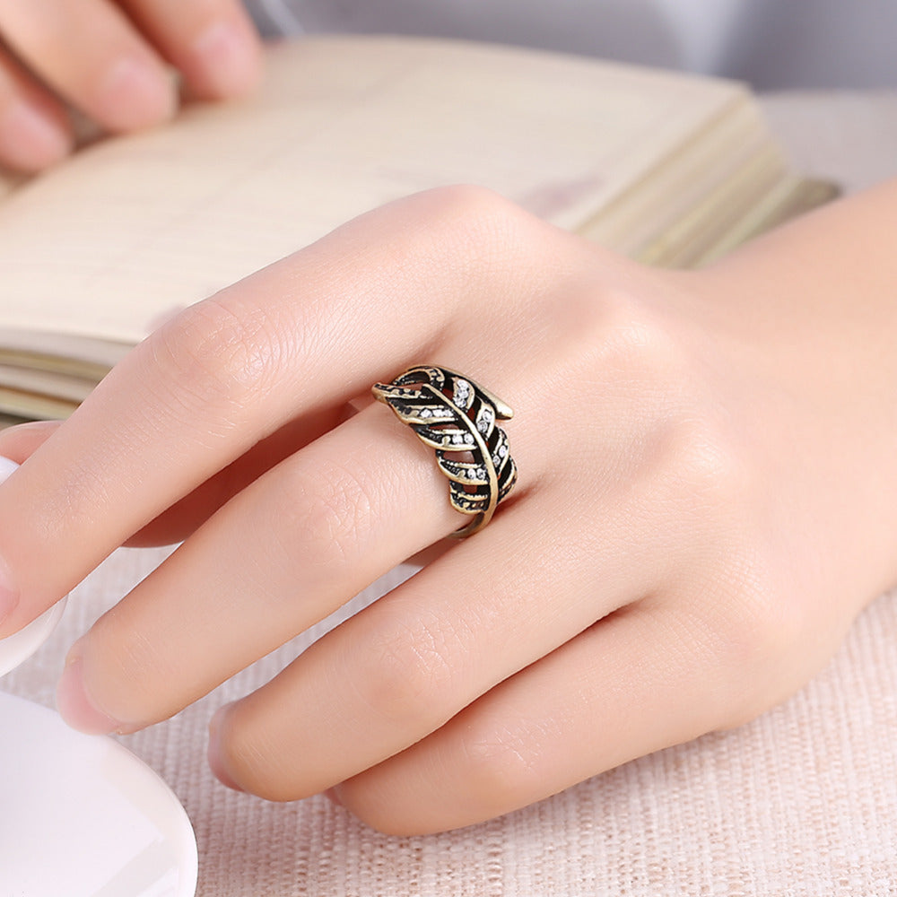 VIVA Lux Leaf Ring