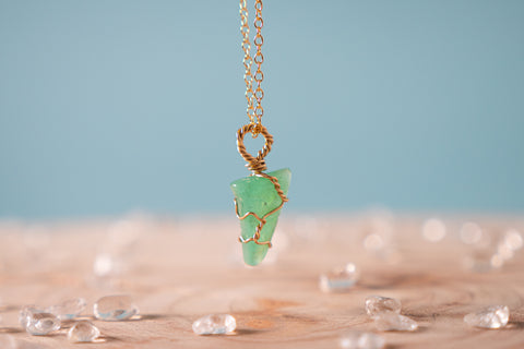 Chrysoprase dainty necklace yellow gold