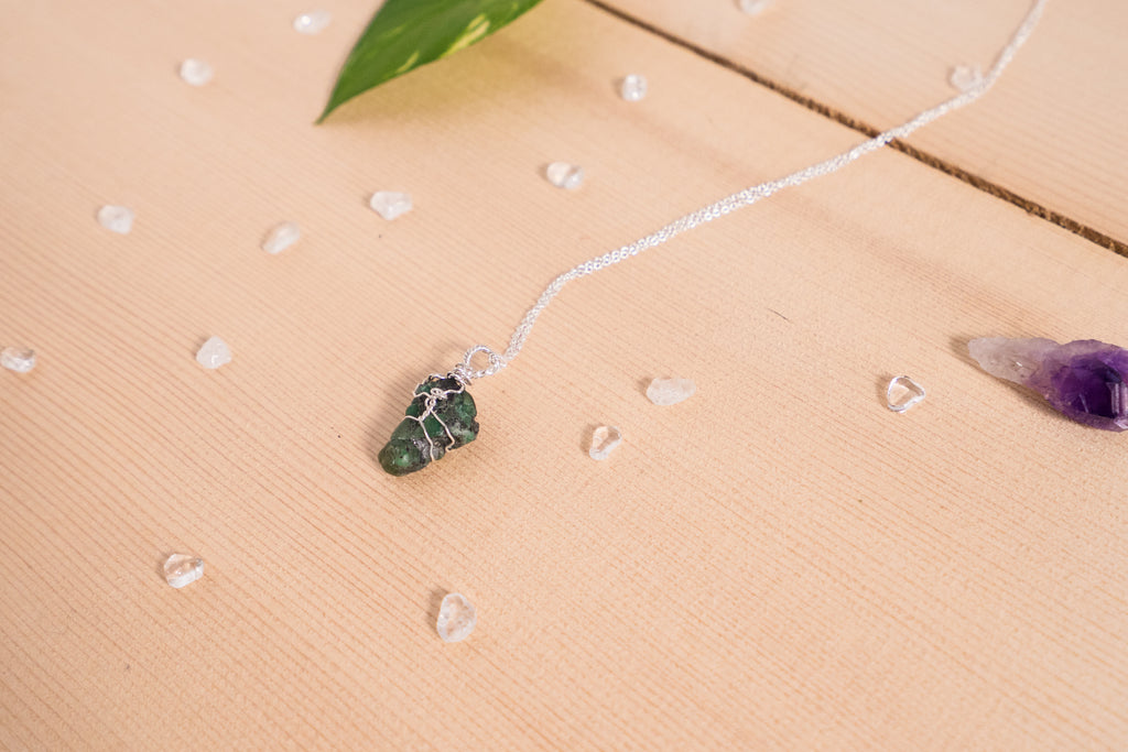 Emerald dainty necklace // Sterling silver