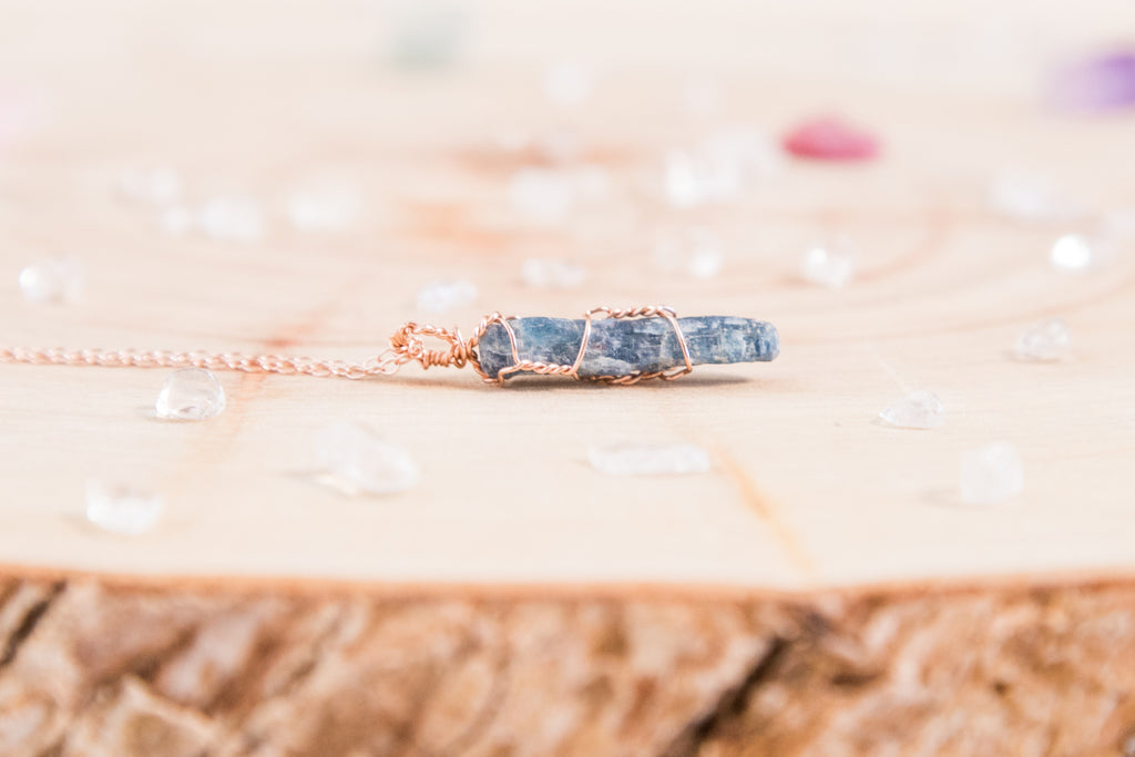 Blue Kyanite dainty necklace // 14k rose gold fill
