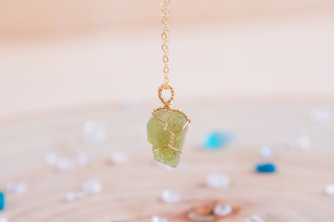 Peridot dainty necklace // 14k gold fill