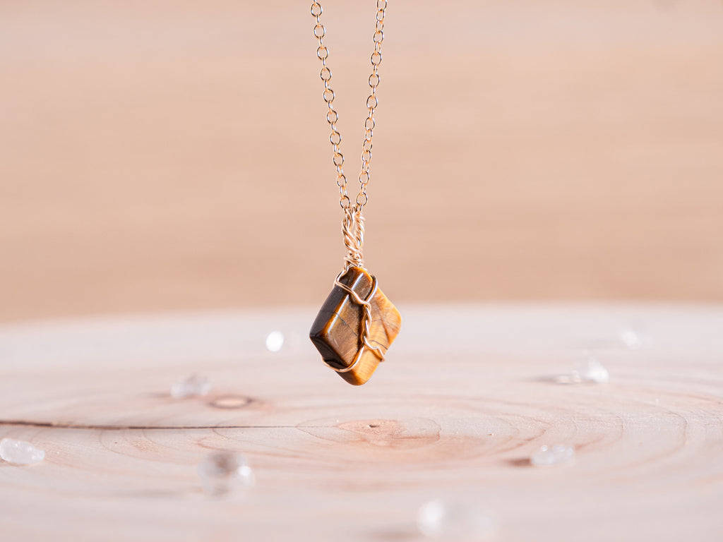 Tiger's eye dainty necklace // Rose Gold