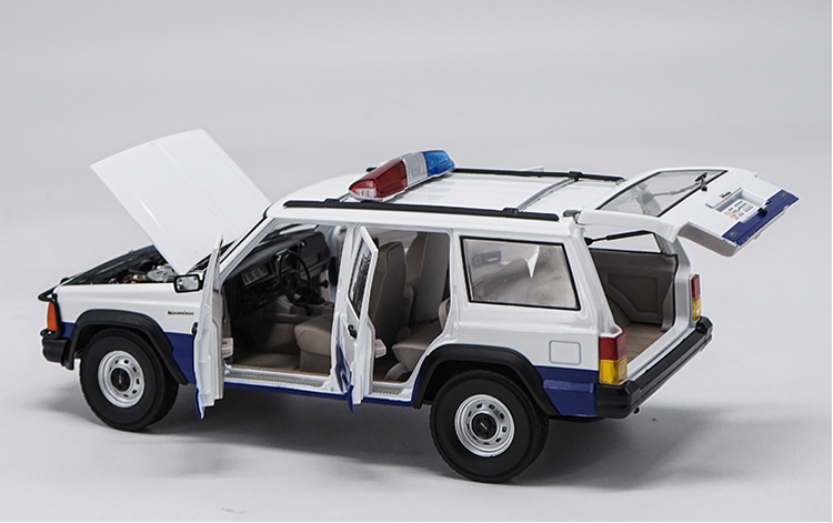 Original factory 1:18  beijing jeep 2500 Jeep Cherokee classic metal  toy models for Birthday/christmas gifts, collection