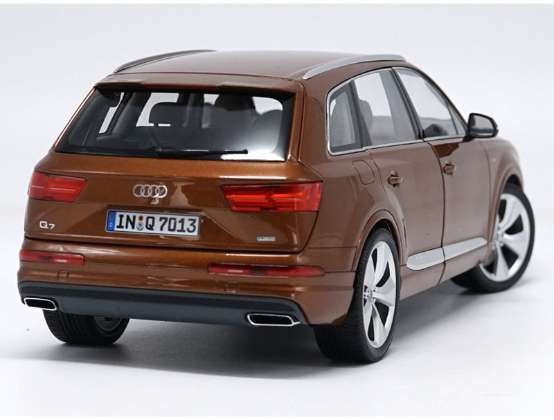 Original factory authentic Minichamps 1:18 AUDI Q7 SUV New Q7 diecast car model with small gift