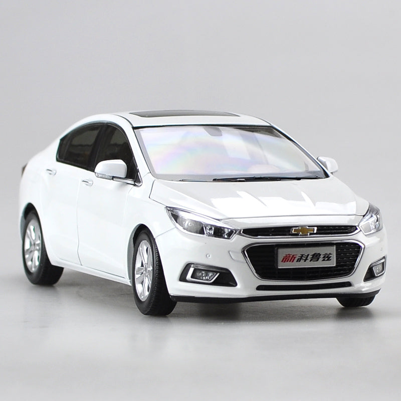 Original factory authentic 1:18 Chevrolet New Cruze 2015 diecast car model with small gift