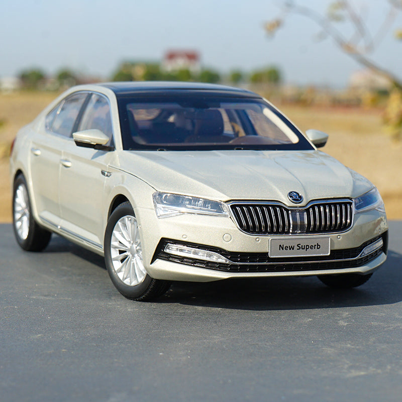 1/18 Dealer Edition 2020 Skoda NEW Superb (Light Champagne) Diecast Car Model with small gift