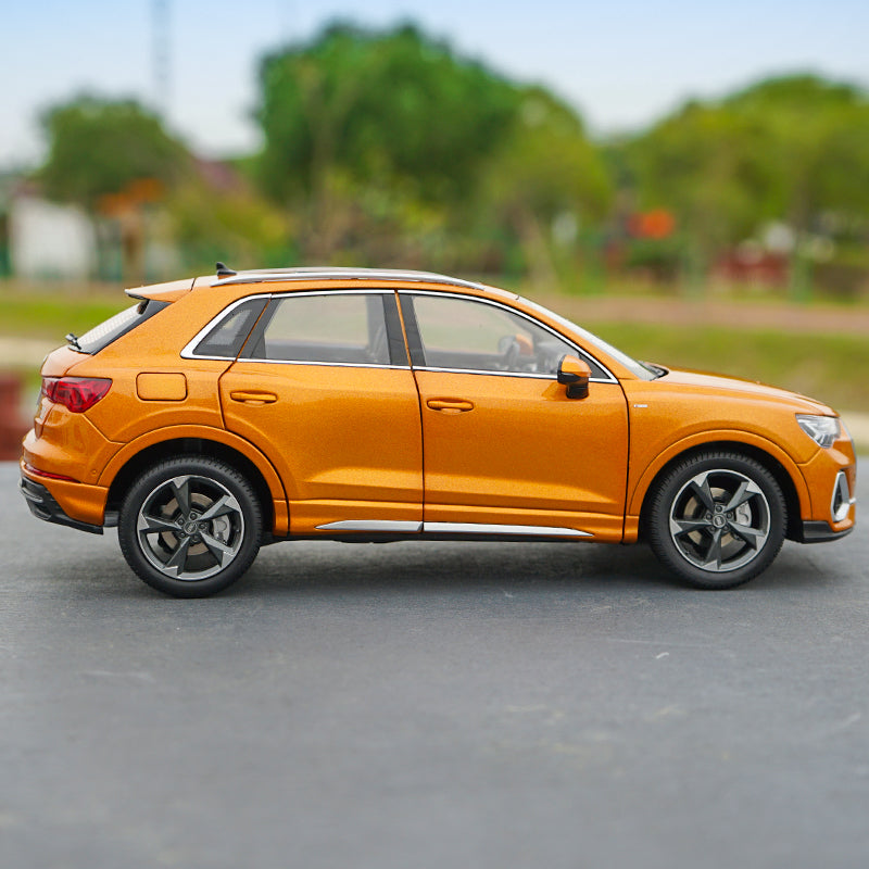 1:18 Diecast All New AUDI Q3 2019 version metal SUV car model with small gift
