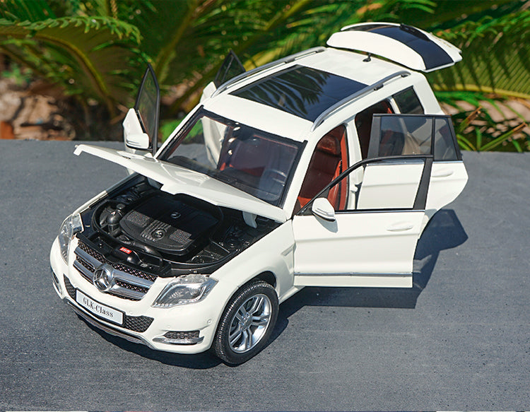 Original factory authentic 1:18 GTA Mercedes-benz Glk 300 off-road vehicle diecast SUV car model with small gift