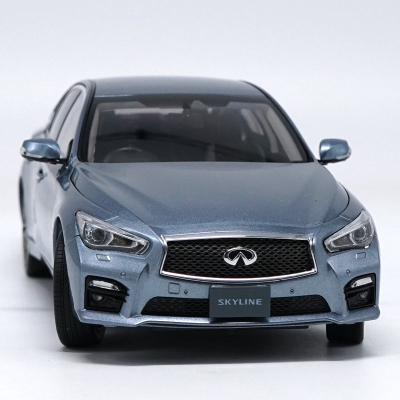 Original factory authentic 1:18 INFINITI SKYLINE 350GT diecast car models with small gift