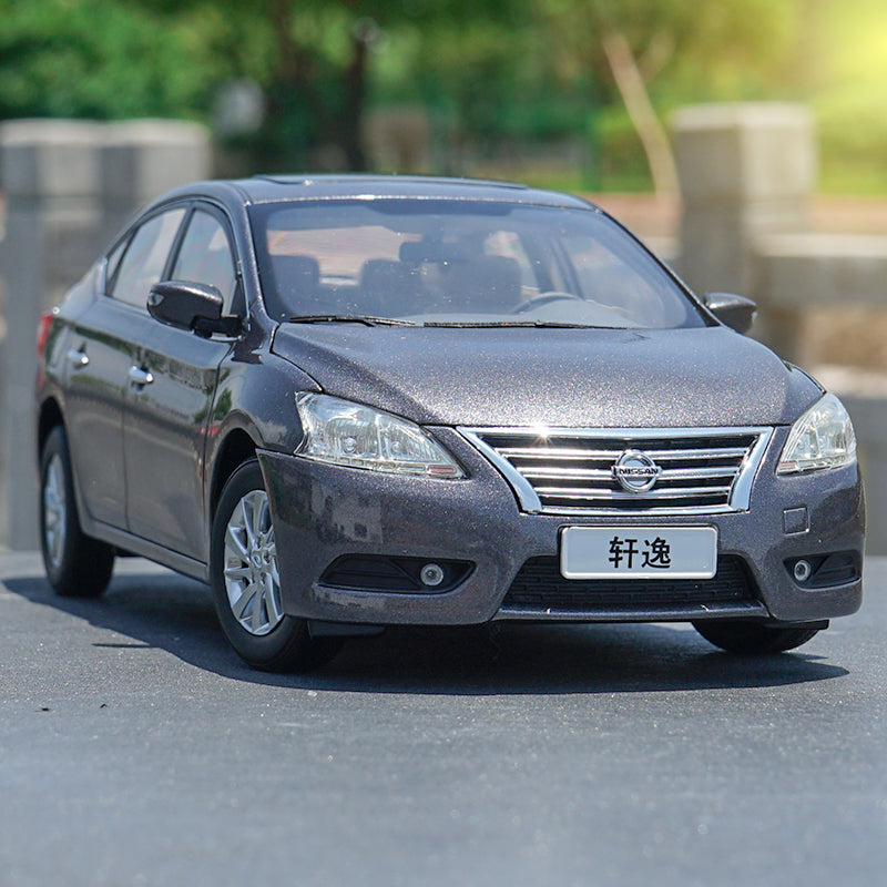 Original factory authentic 1:18 NISSAN SYLPHY diecast car model with small gift