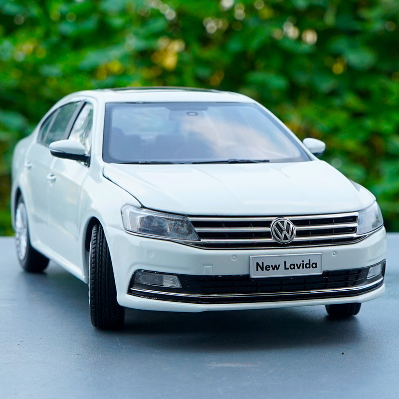 Original factory 1:18 New Lavida 2016 Version diecast car model with small gift