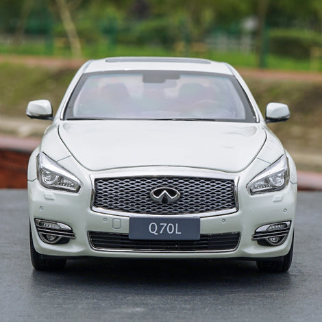 Original factory authentic 1/18 Q70L INFINITI Q70 2017 white diecast metal car model with small gift