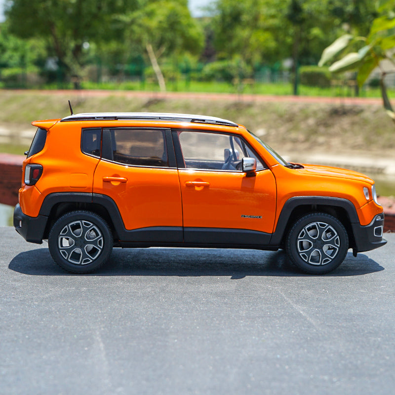 Original factory authentic 1:18 JEEP Renegade diecast car model with small gift